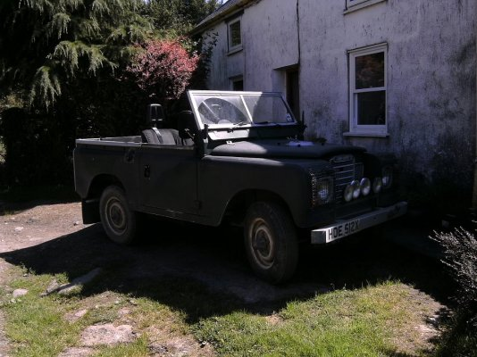 My Landrover with roof off.jpg